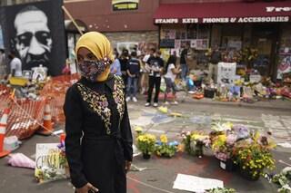 """Minneapolis, folla ai funerali di George Floyd: """"Non l'ha ucciso il Covid, ma il razzismo"""""""