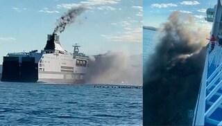 Incendio su traghetto Grimaldi a Olbia: fiamme a bordo e colonna di fumo