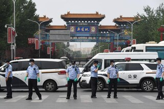 Torna l'incubo coronavirus in Cina, 400.000 persone di nuovo in lockdown vicino Pechino