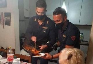 """Firenze, pensionata chiama il 113: """"Ho fame"""", i poliziotti arrivano e le preparano la cena"""