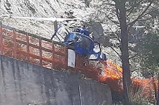 Palermo, elicottero precipita e si spezza in due: vivi per miracolo i due passeggeri a bordo
