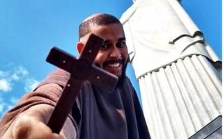 Frate brasiliano muore di covid-19: malattia contratta aiutando i poveri