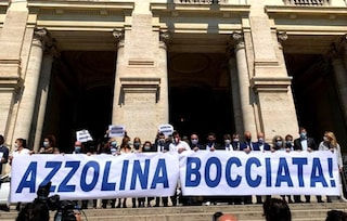 """Protesta di Salvini al ministero dell'Istruzione: """"Non mando mia figlia a scuola con la mascherina"""""""