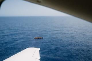 Enac blocca a terra Moonbird, l'aereo della Sea Watch che avvista i migranti in difficoltà in mare