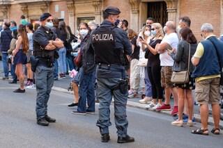 """Sondaggio, italiani preoccupati per i troppi assembramenti: """"Le regole non vengono rispettate"""""""