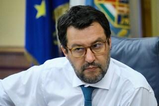 """Minacce a Salvini sui social: """"Mettiamolo a testa in giù"""". Il senatore: """"Hai vinto una denuncia"""""""