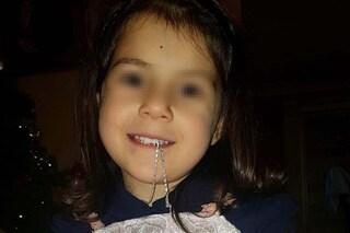 """Vittoria a 5 anni ha un tumore inoperabile: """"Le hanno dato 9 mesi di vita, ma non ci arrendiamo"""""""