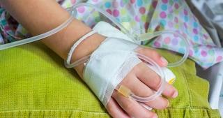 """Bologna, bambina di 2 anni salvata dal tumore. """"Rischiava di soffocare"""""""