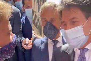 """Bimbo ferma Conte per strada: """"Riuscirà a far funzionare Italia?"""". Lui: """"Ce la sto mettendo tutta"""""""
