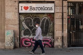 """Boom di casi di Coronavirus in Catalogna, 1100 in 24 ore. Allerta a Barcellona: """"Non uscite"""""""