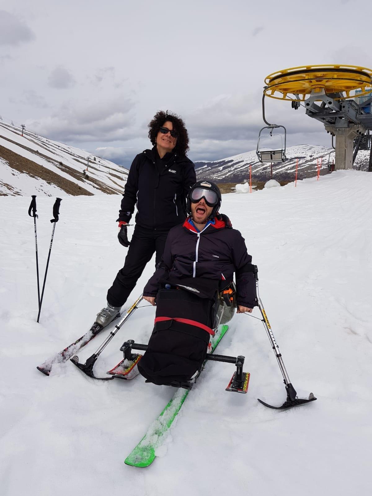 Jacopo a sciare con una sua amica.