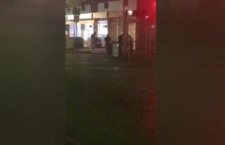 Jesolo, massacrato di botte in piazza: 38enne in fin di vita, ricercato un gruppo di giovani