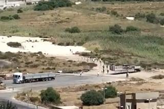 """Porto Empedocle, migranti via da tensostruttura della Protezione civile: """"Intervenga il governo"""""""
