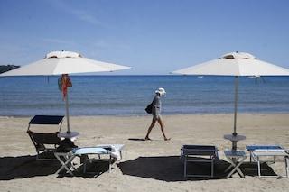 Il piano del governo per salvare l'estate: passaporto sanitario, vaccini e ristori al turismo