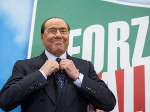 Riabilitare Berlusconi giustificare inciucio inesorabile gioco estivo della politica
