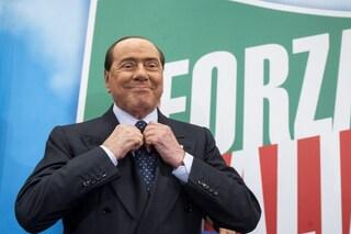 Riabilitare Berlusconi per giustificare l'inciucio inesorabile: il gioco estivo della politica