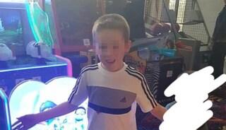 Scozia, bimbo di 10 anni finisce nella buca di un cantiere e muore