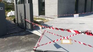 Treviso, bimbo di 4 anni travolto dal cancello di casa: è in condizioni disperate