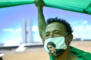 Incubo Covid in Brasile, superati i 90mila morti: ma il governo riapre i confini ai turisti