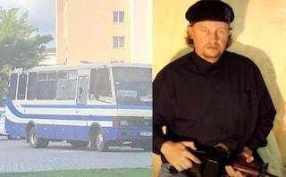 Ucraina, uomo armato prende in ostaggio 20 persone su bus a Lutsk: minaccia di far esplodere tutto