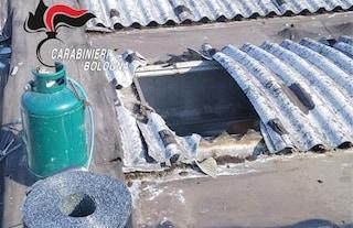 Bologna, dramma sul lavoro: tetto del capannone cede, artigiano precipita nel vuoto e muore