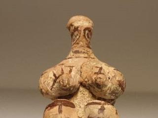 Carabinieri salvano statua di 7mila anni fa: Italia restituisce la Dea Madre all'Iraq