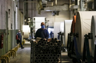 Istat, a maggio rimbalza la produzione industriale su aprile: ma da inizio anno è crollata del 20%