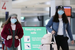 Nuovi focolai Covid in Italia, le proposte per fermare il contagio tra Tso e tamponi in aeroporto