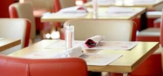 Treviso, prenotano per trenta in un noto ristorante e poi non si presentano: scatta la denuncia