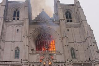 """Circoscritto incendio nella cattedrale di Nantes, Macron: """"Dopo Notre-Dame brucia un altro gioiello"""""""
