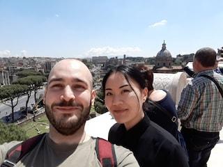 """Travel Ban e coppie divise per mesi dalla pandemia: """"Non lasciateci soli, l'amore non è turismo"""""""