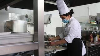 """L'esempio di integrazione di Meryem: arriva a Messina e diventa chef: """"In cucina sono me stessa"""""""