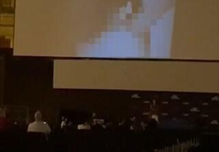 Bologna, porno sul maxi schermo in piazza: è un successo la colletta per pagare la multa