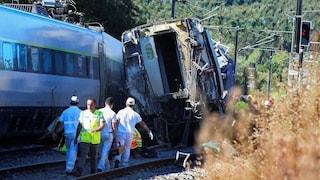 Portogallo, treno ad alta velocità si scontra con un veicolo ed esce dai binari: 2 morti e 7 feriti