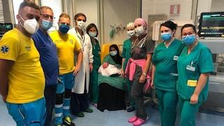 Positiva al Covid partorisce bimba malata di cuore: mamma e figlia si riabbracciano dopo 40 giorni