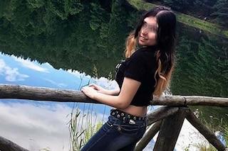 """Rebecca, affetta da 2 malattie rare: """"Non riusciva a stare in piedi, ora sogna di fare la modella"""""""