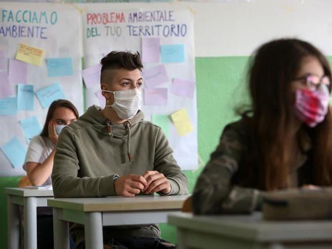 Scuola, la proposta del governo: studenti in classe anche il sabato e la domenica