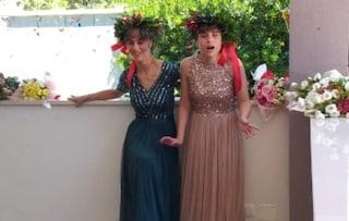 """Federica e Pia, gemelle non vedenti dalla nascita, si laureano a pieni voti: """"Mai arrendersi"""""""