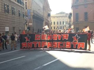 """I pompieri di Genova si rifiutano di rimuovere striscione antifascista: """"Non è un pericolo"""""""