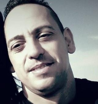Gioia Tauro, raffica di colpi contro un'auto: padre muore, grave il figlio