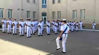 """Il balletto dei marinai sulle note di Jerusalema. La tenente: """"Nulla di male, perché punirmi?"""""""