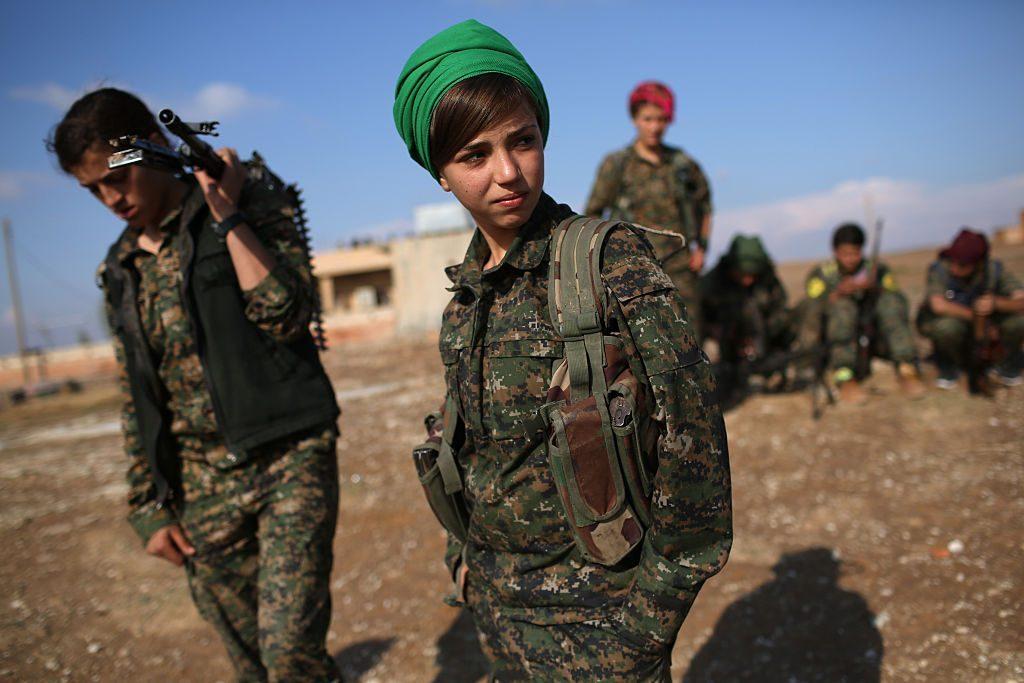 Combattenti curde nel Rojava