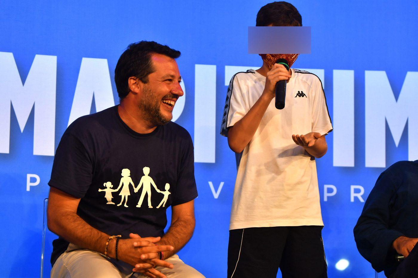 Salvini sul palco della Lega a Cervia.