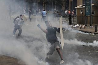 Beirut, le proteste si trasformano in guerriglia: ucciso un poliziotto
