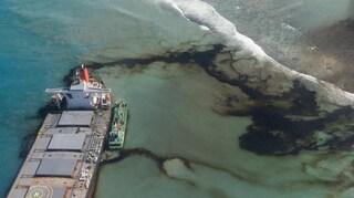 Disastro ambientale Mauritius: tonnellate di petrolio in mare, a rischio fauna e barriera corallina