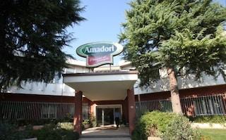 Nuovo focolaio di Coronavirus a Teramo, positivi 8 dipendenti di Amadori: stabilimento chiuso