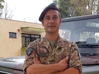 Militare fuori servizio, salva 7 bagnanti dalla furia del mare: il giorno da eroe di Angelo Greco