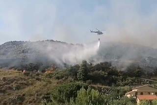 L'Aquila devastata dagli incendi, chiesto lo stato di emergenza: fiamme a Cansatessa e Arischia