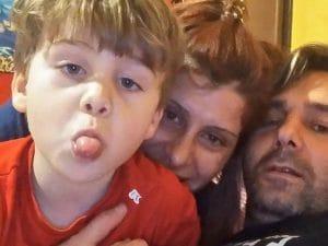 Il piccolo Gioele Mondello insieme alla sua famiglia