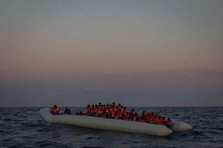 """Migranti, altri 250 sbarchi a Lampedusa. Il sindaco: """"Hotspot stracolmo, chi arriva resta sul molo"""""""